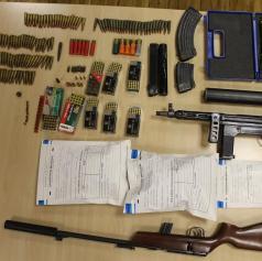 Policisti Policijske postaje Murska Sobota med hišno preiskavo zasegli orožje in drogo