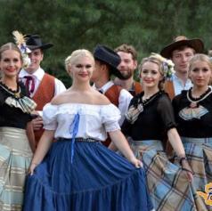 FOTO: Oder folklornega festivala v Beltincih v stilu Divjega zahoda, argentinskega tanga in hrvaške obale
