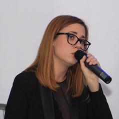 FOTO: Alma Merklin nastopila v Kavarni Dvorca Rakičan