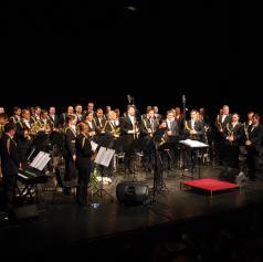 FOTO: Orkester Slovenske vojske z Omarjem Naberjem navdušil občinstvo v Murski Soboti