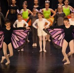 FOTO: Glasbena šola Lendava očarala občinstvo z baletno predstavo Rdeča kapica