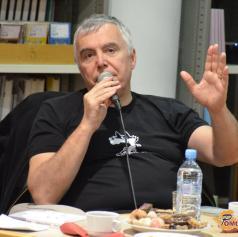 FOTO: Čajanka z Zoranom Predinom ob knjigi Dno nima dna